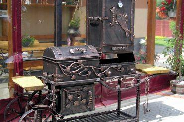 Кованые мангалы – шашлычницы и коптильни