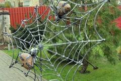Пауки на паутине с освещением