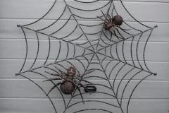 Kalviškas voratinklis su dviem kalviškais vorais