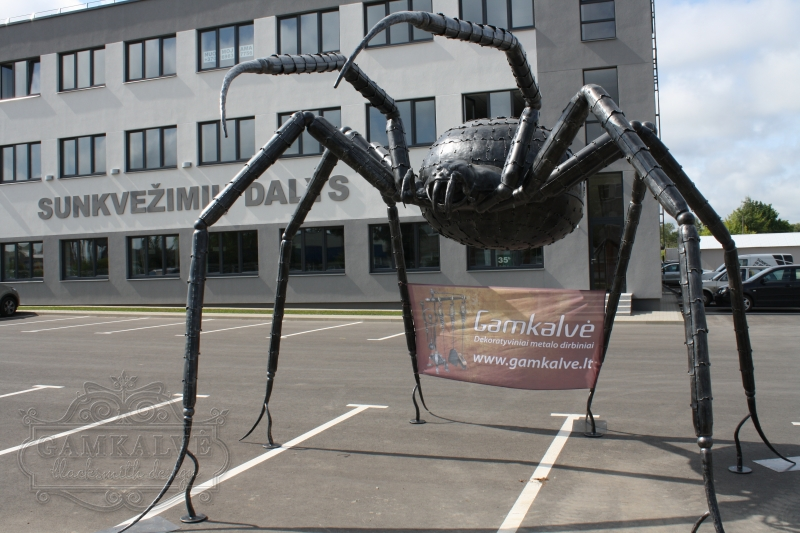 Skulptūra uzbrūkošs zirneklis augstums 3500mm platums 5500mm nr. 11