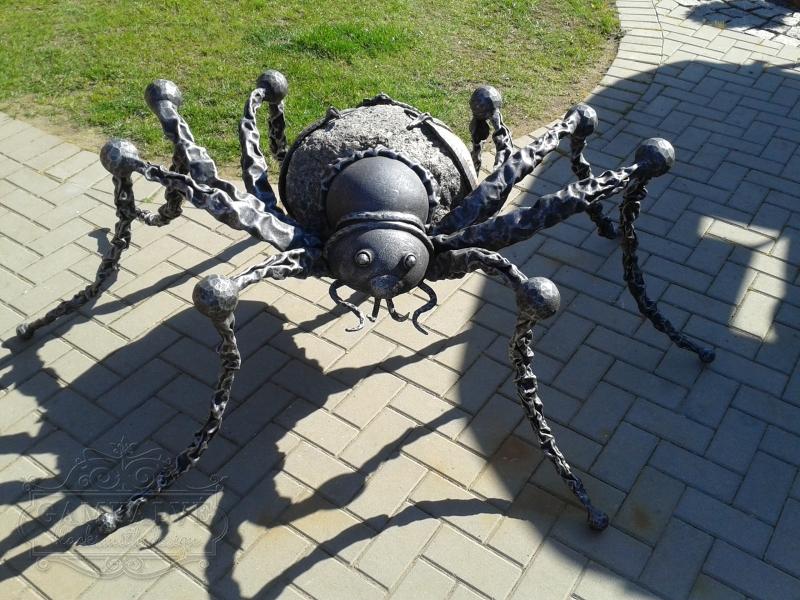 Zirneklītis ar akmeni nr. 29