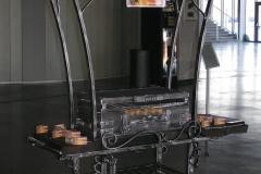 Кованый мангал - шашлычница с крышей на колесах