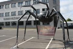 Скульптура-нападющий пaук-высота 3500мм ширина-5500мм