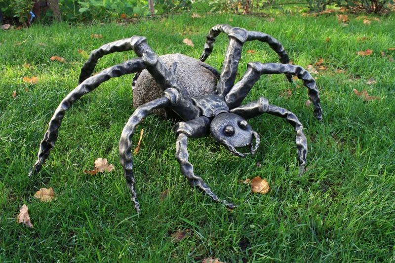 GAM-4 Kalviškas voras su akmeniu