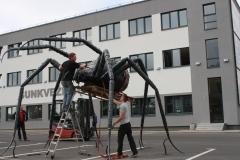Skulptūra puolantis voras aukštis 3500mm plotis 5500mm