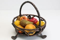 Кованая корзина для фруктов